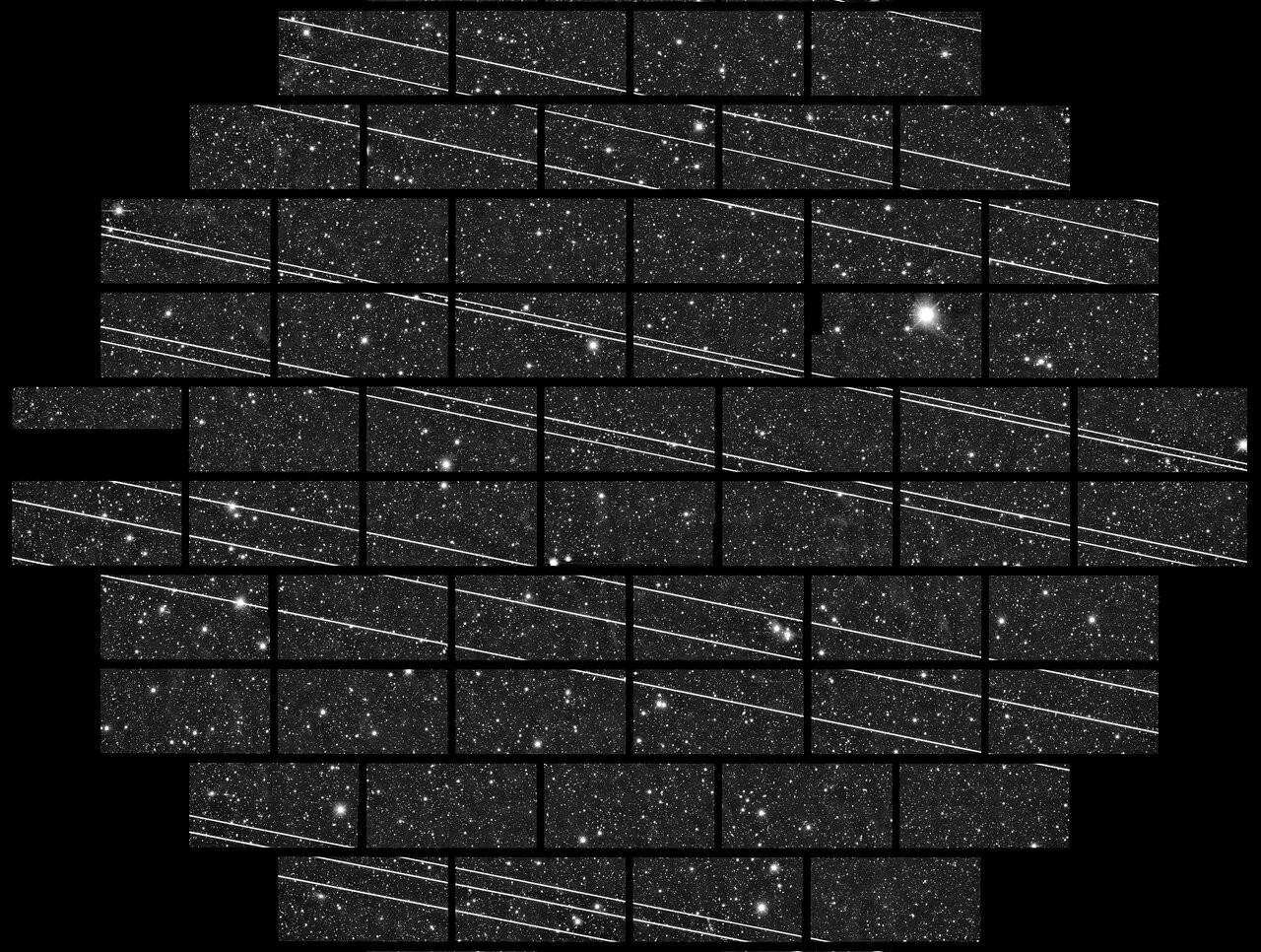 Složený obrázek devatenácti družic projektu Starlink po vypuštění vlistopadu 2019 pořízený vInter-American Observatory vChile. Foto:Mezinárodní astronomická unie