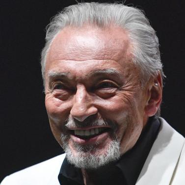 Karel Gott in memoriam, zpěvák